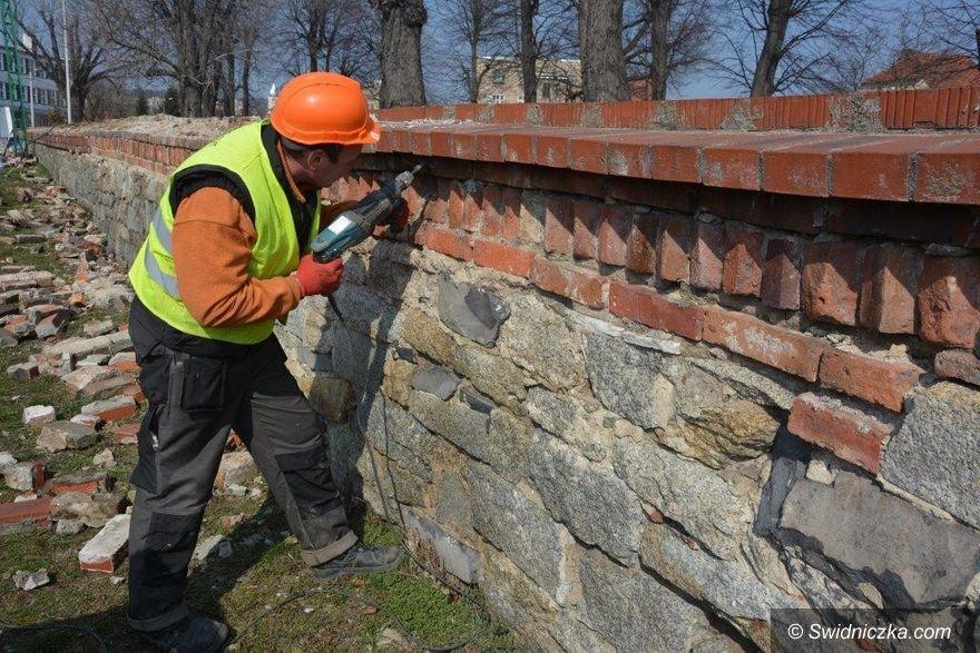 Strzegom: Mur wizytówką cmentarza