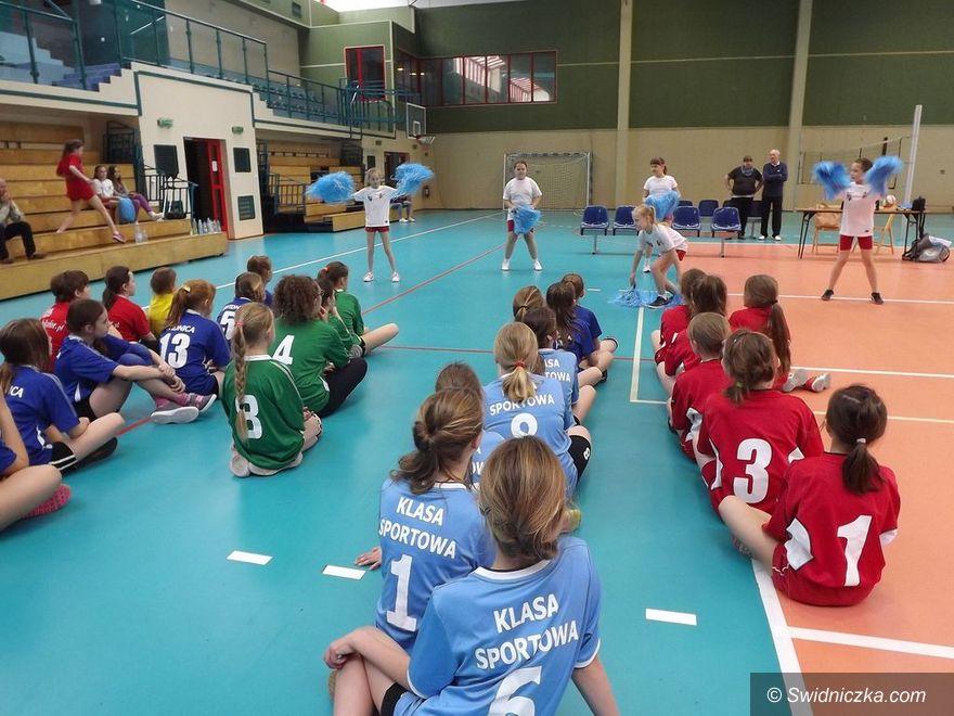 Świdnica: Dziewczęta świetnie grają w siatkówkę