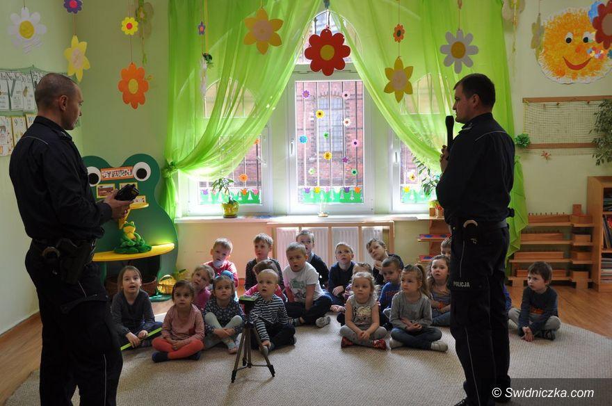 Świdnica: Dzielnicowi z wizytą w przedszkolu