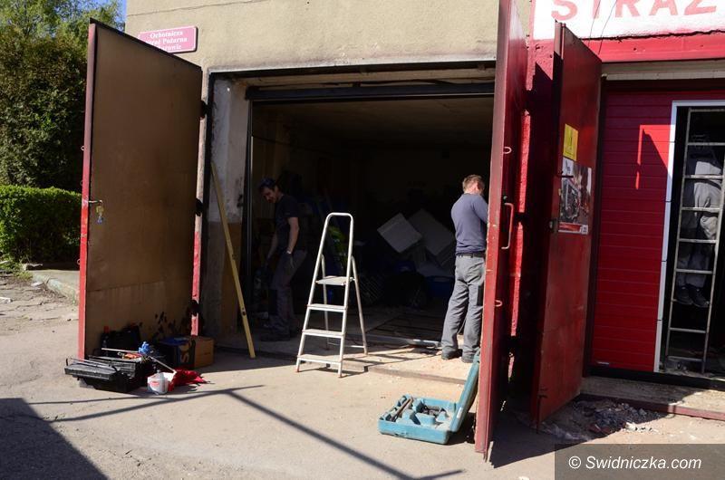 Żarów: Nowe bramy garażowe w OSP Żarów