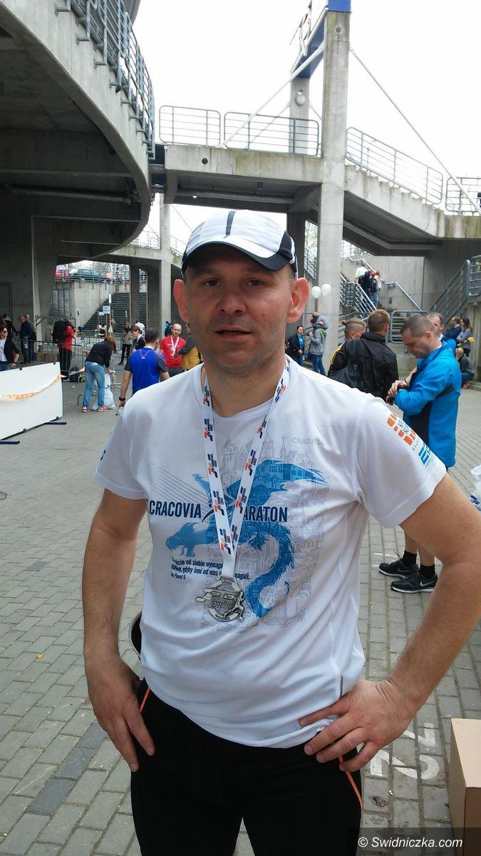Świebodzice: Policjant ze Świebodzic zdobył Koronę Maratonów