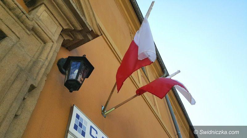 """Strzegom: Flaga biało–czerwona jak """"świeża bułeczka"""""""