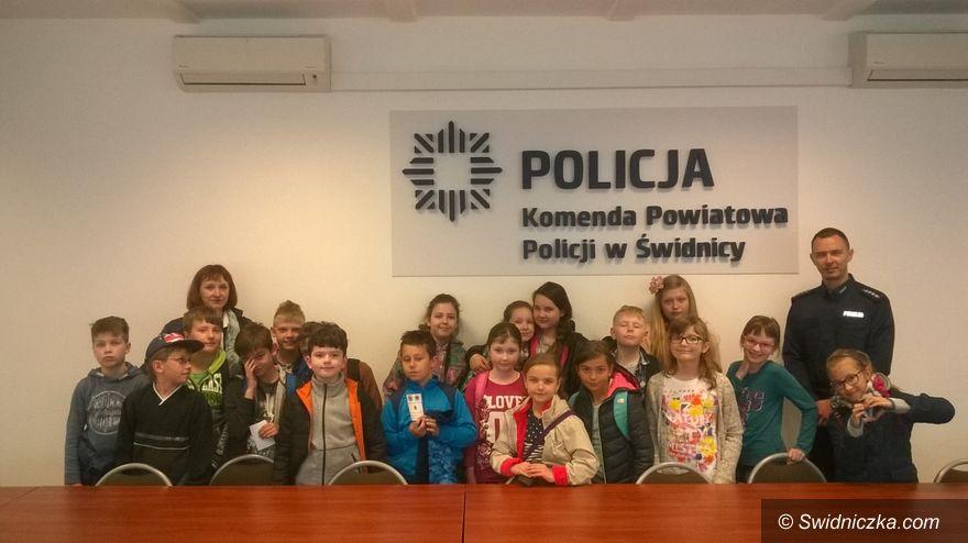Świdnica: Trzecioklasiści odwiedzili komendę w Świdnicy