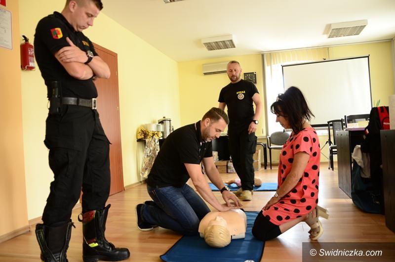 Żarów: Urzędnicy na kursie pierwszej pomocy