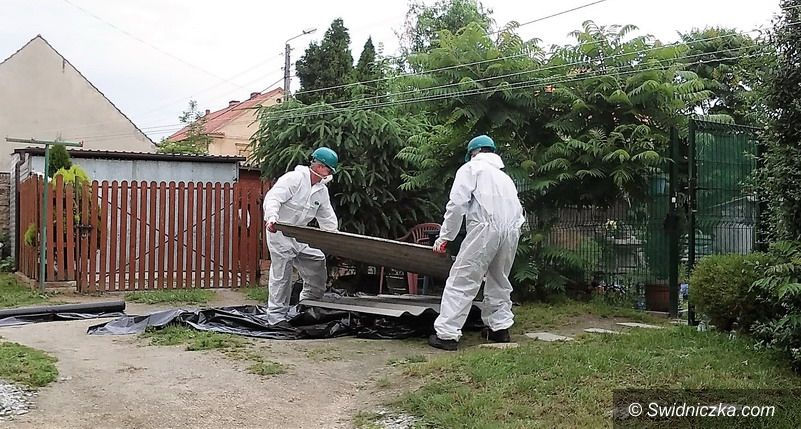 Strzegom: Trwa usuwanie azbestu