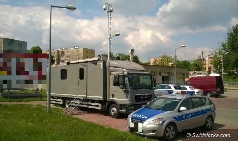 """Świdnica: Policyjny """"ambulans monitoringu wizyjnego"""" ponownie w Świdnicy"""