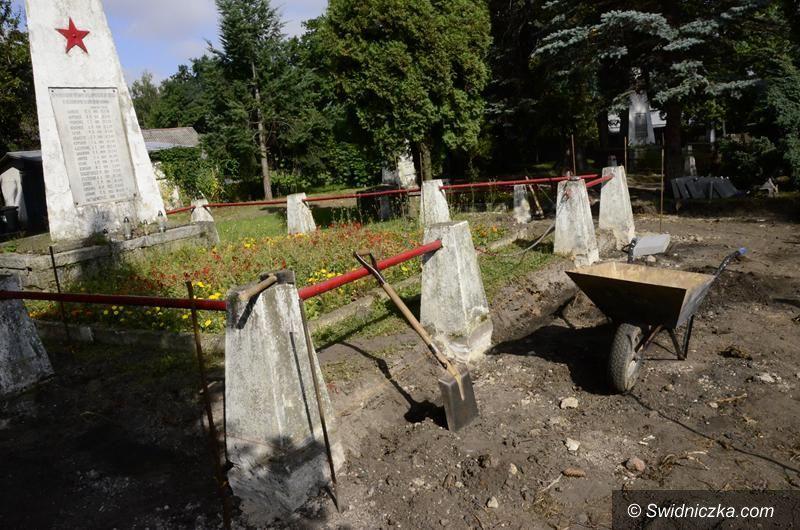 Żarów: Trwa remont cmentarza radzieckiego
