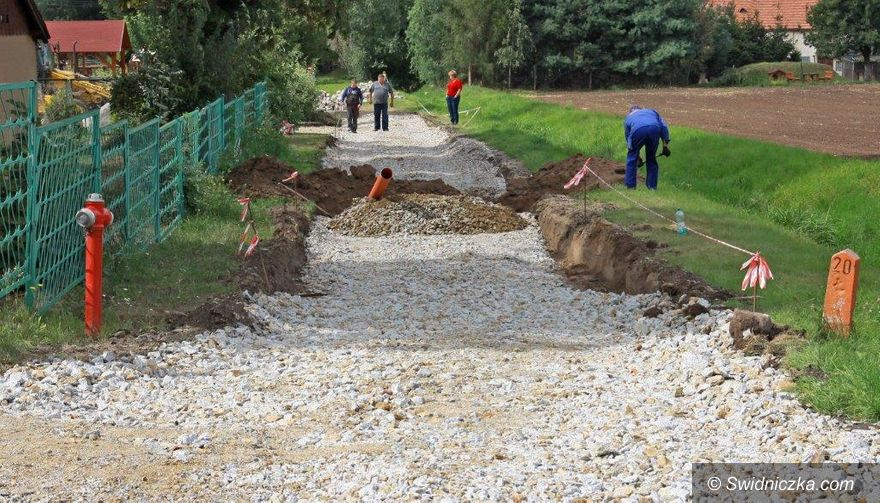 Dzierzków: Budują chodnik w Dzierzkowie