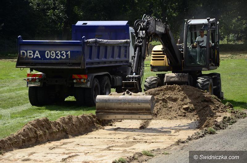 Żarów: Ruszyła modernizacja boiska treningowego w Żarowie