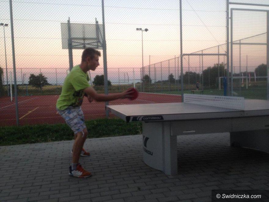 Roztoka: Tenis stołowy pod chmurką