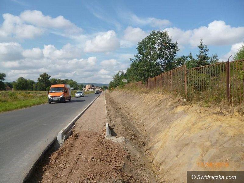 powiat świdnicki: Chodnik i ścieżka rowerowa przy drodze powiatowej Świdnica – Witoszów Dolny