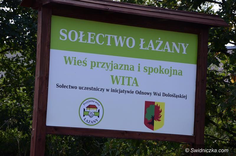 Łażany: Tablica informacyjna i witacze w Łażanach