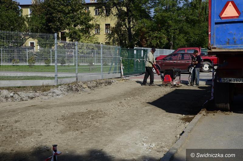 Żarów: Przyszkolny parking w remoncie