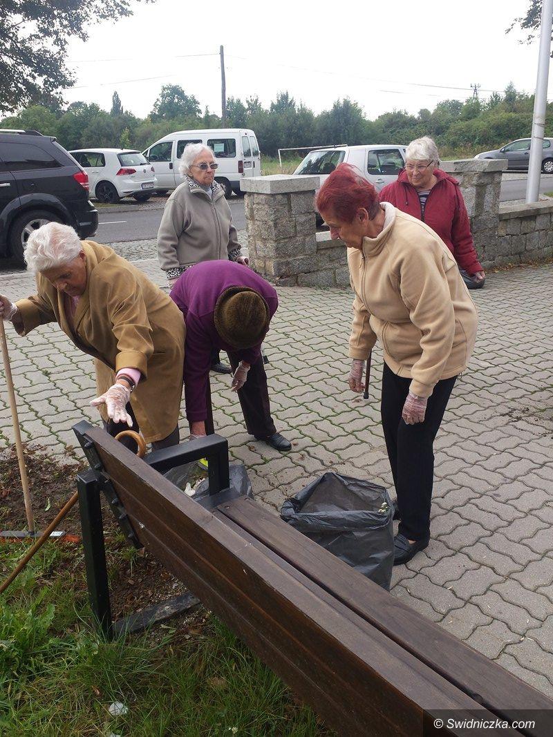 Strzegom: Seniorzy posprzątali okolicę