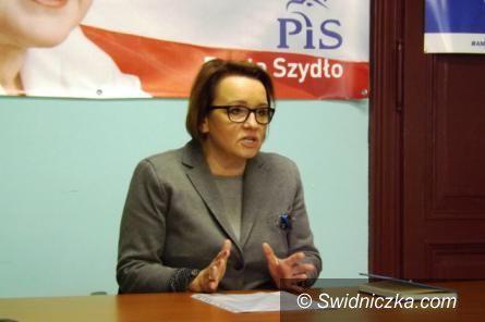 Kraj: Opozycja chce odwołać Annę Zalewską