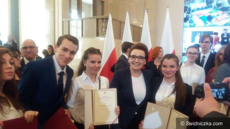 Świebodzice: Stypendystka Prezesa Rady Ministrów z Liceum Ogólnokształcącego w Świebodzicach