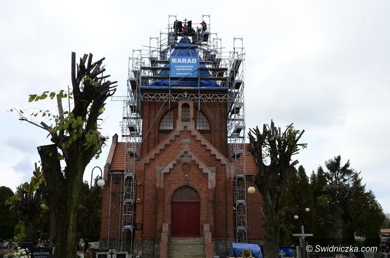 Żarów: Ostatni etap prac na żarowskim cmentarzu