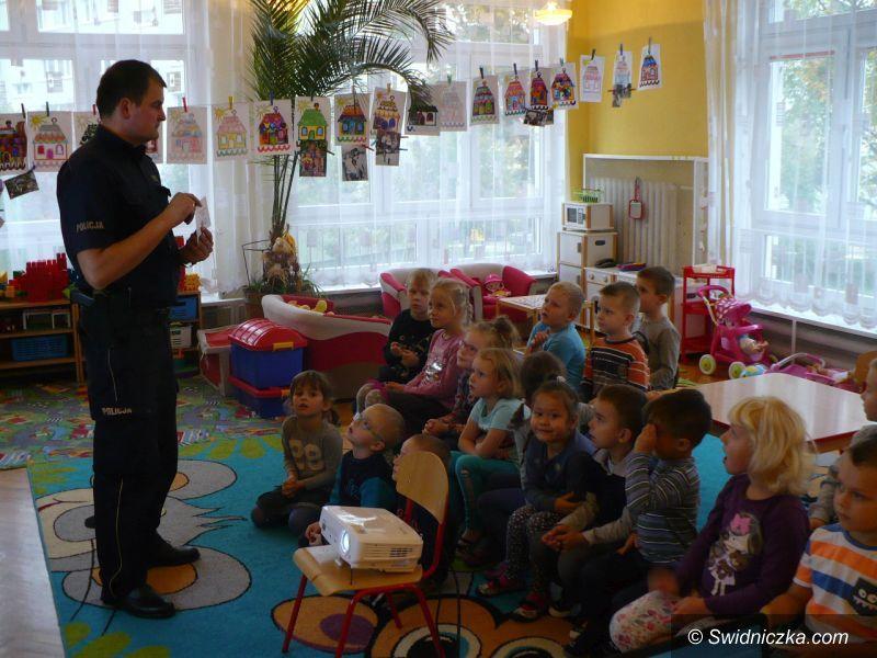 Świdnica: Policjanci z wizytą u przedszkolaków