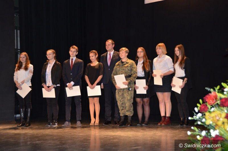 powiat świdnicki: Stypendia Prezesa Rady Ministrów dla najzdolniejszych uczniów