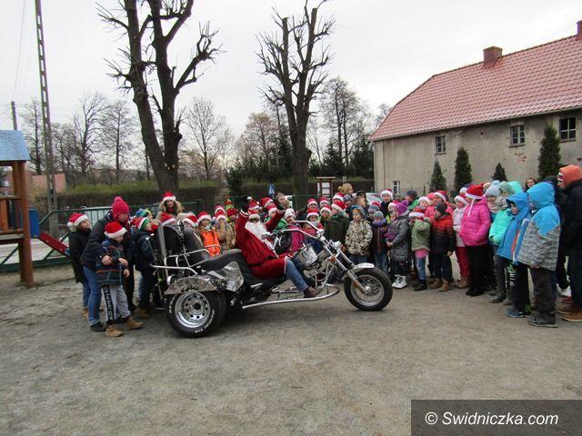 Mrowiny: Święty Mikołaj przybył na … motorze