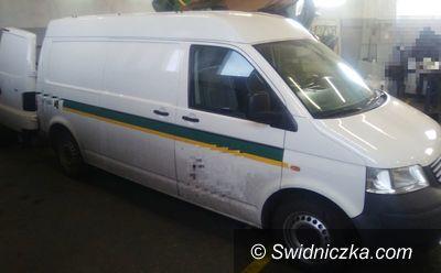 Strzegom: Policjanci odzyskali skradziony samochód dostawczy wraz z towarem