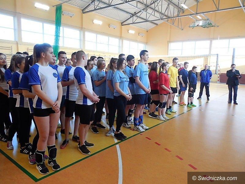 Strzegom: II Noworoczny Turniej Piłki Siatkowej Szkół Gimnazjalnych