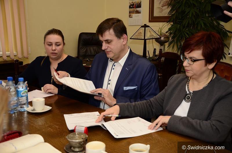 Łażany: Umowa na budowę kanalizacji w Łażanach podpisana
