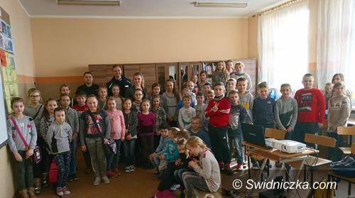 Świdnica/Strzegom: Policjant sprawdzał bezpieczeństwo uczniów na półkoloniach