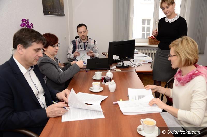 Żarów: Umowa na termomodernizację szkoły podpisana