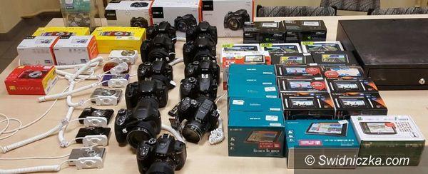 Strzegom: Policjanci odzyskali aparaty cyfrowe o wartości 44 tys. zł