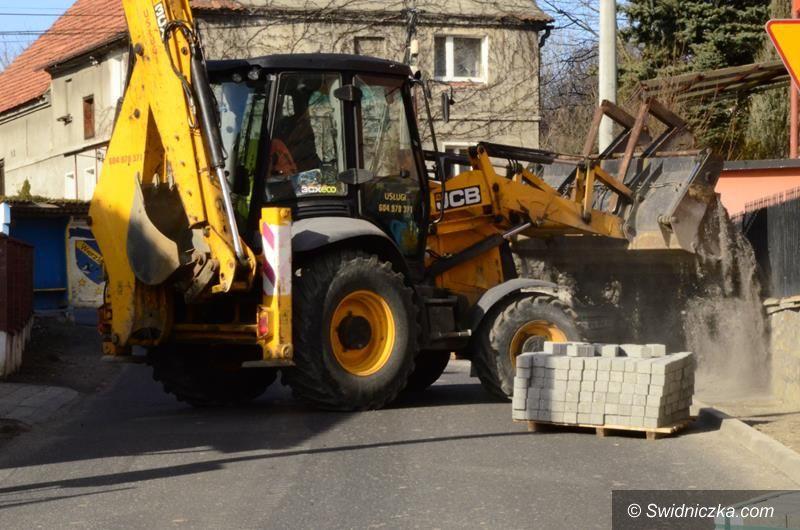Wierzbna: Trwa budowa chodnika w Wierzbnej