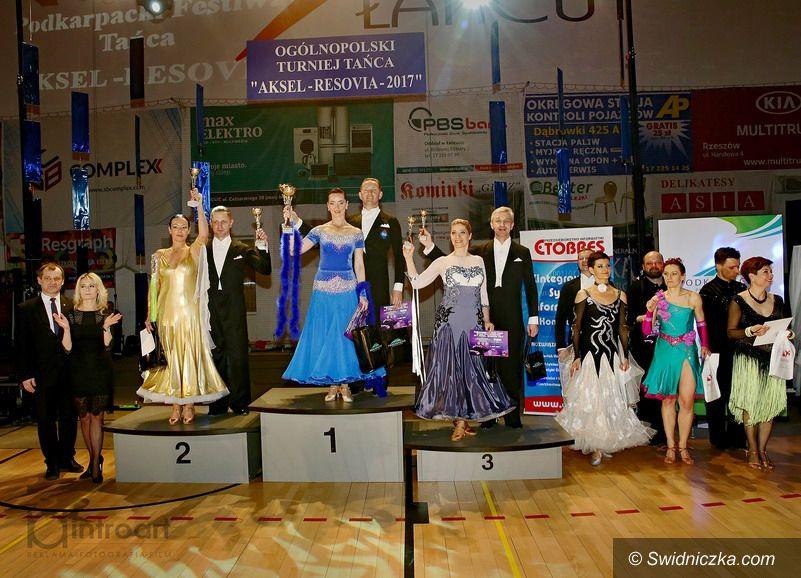 Łańcut: Państwo Wojasowie zainaugurowali sezon taneczny w Łańcucie