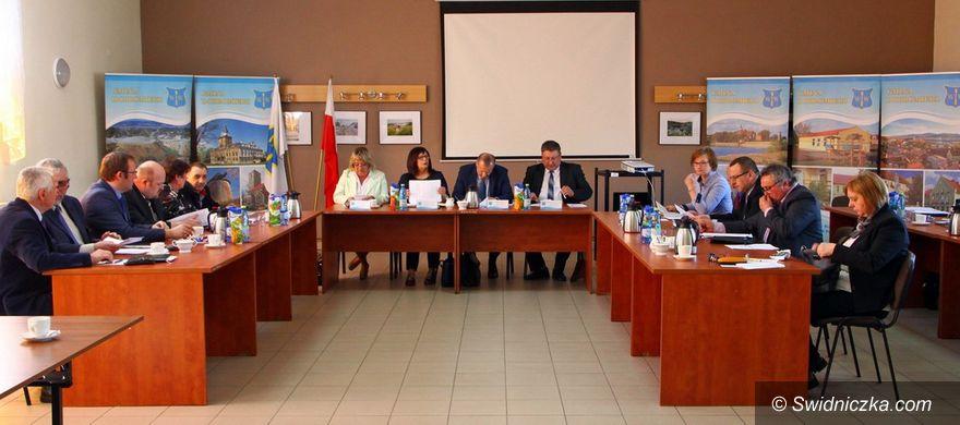 Dobromierz: Drogi powiatowe i bezpieczeństwo w gminie
