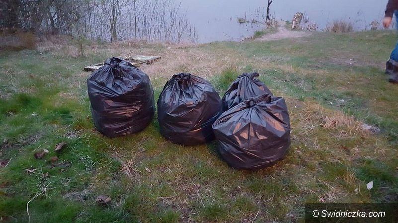 Gmina Żarów: Wędkarze dbają o pobliskie stawy