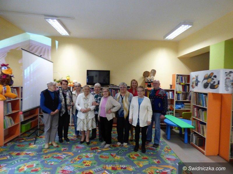 Strzegom: Seniorzy w bibliotece