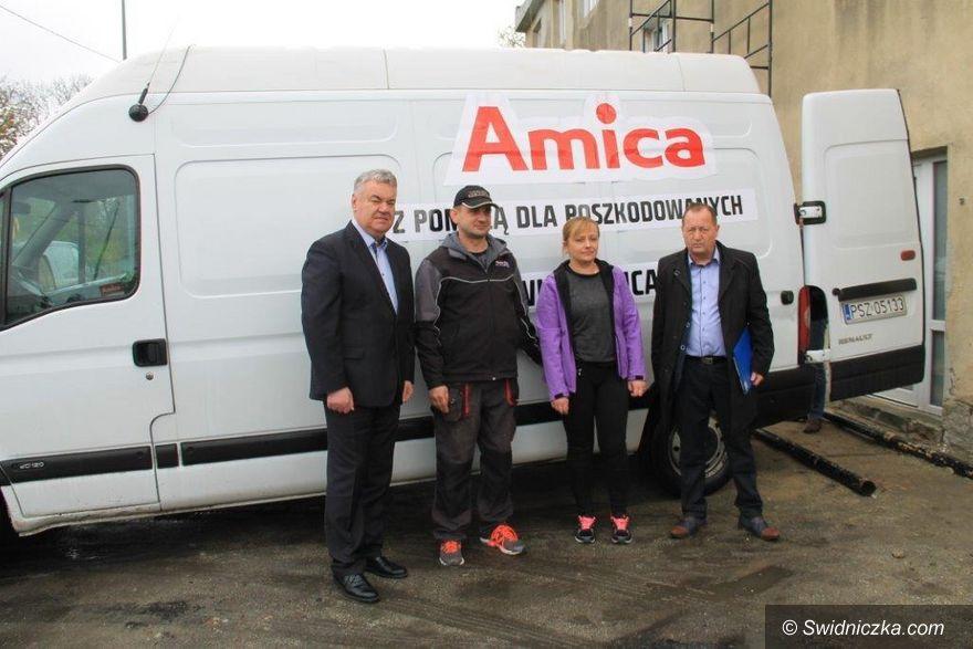 Świebodzice: Amica podarowała sprzęt