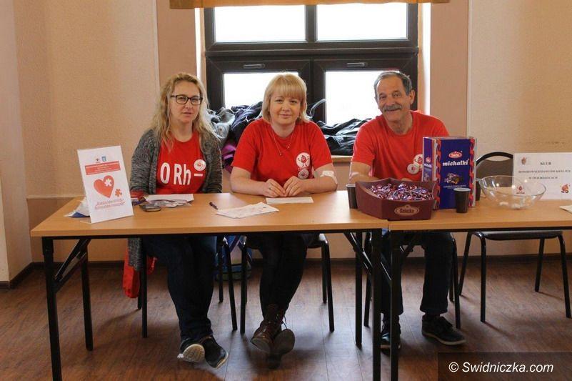 Świebodzice: Oddali krew – dostali koszulki