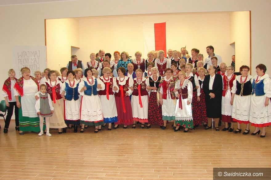 Lutomia Dolna: Patriotyczne śpiewanie w Lutomi