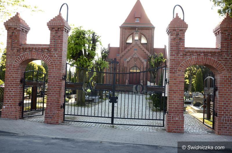 Żarów: Główna brama po remoncie