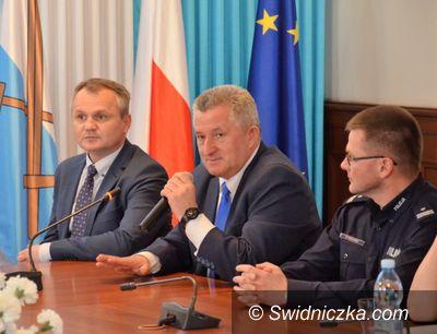 """Strzegom: """"DRUGSTOP"""" – na terenie powiatu świdnickiego ruszył polsko–czeski, policyjny projekt profilaktyki uzależnień"""