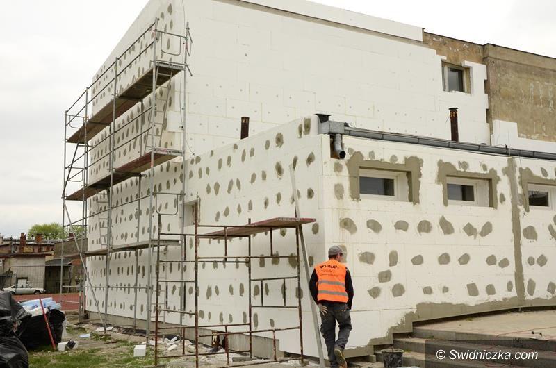 Żarów: Trwa termomodernizacja budynku szkoły w Żarowie