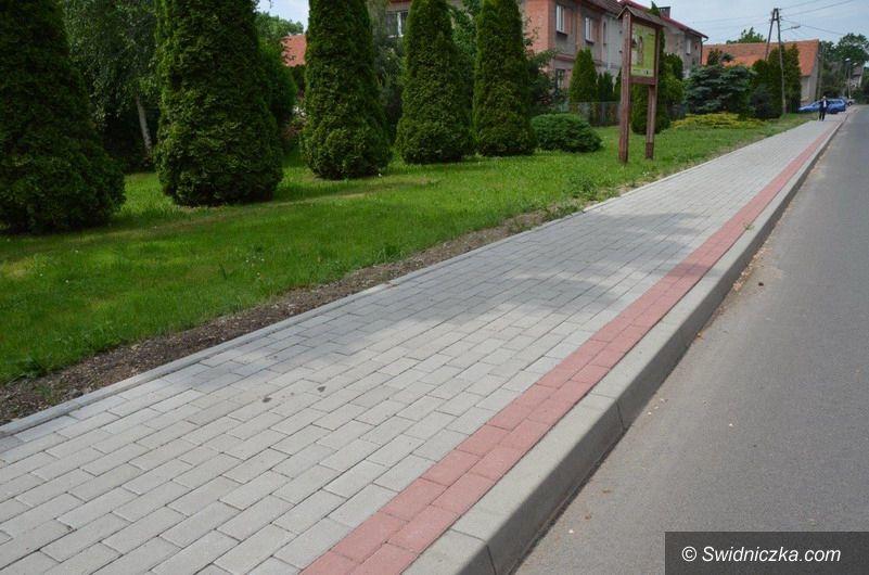 Gola Świdnicka: Kolejny chodnik przy drogach powiatowych