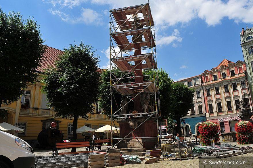 Świdnica: Rozpoczyna się konserwacja rzeźby św. Floriana i Kolumny Świętej Trójcy w Świdnicy