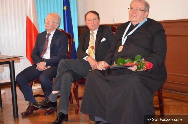 Strzegom: Ksiądz Marek Żmuda Honorowym Obywatelem Strzegomia