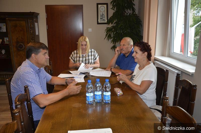Żarów: Burmistrz Żarowa podpisał umowę na budowę żłobka