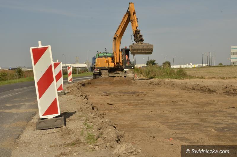 Żarów: Trwa przebudowa ulicy Strefowej w Żarowie