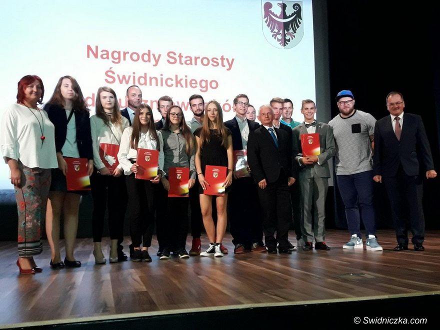 Świdnica: Nagrody dla najzdolniejszych uczniów