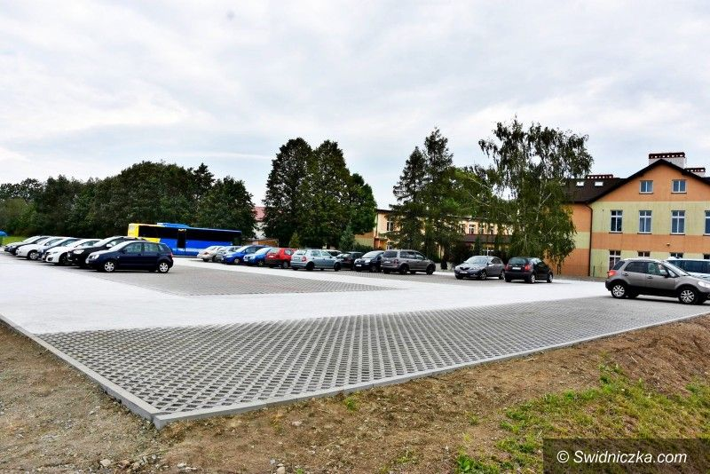 Lutomia Dolna: Nowy parking przy SP w Lutomi Dolnej