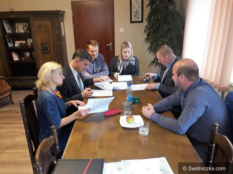 Żarów: Umowy na budowę kolejnych ścieżek rowerowych w gminie Żarów podpisane