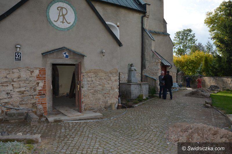 Gmina Marcinowice: Trwają prace remontowe w kościołach